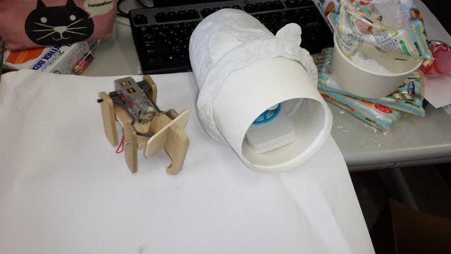 概形がぼんやりできました! たぶん象さんと(一応)豚さんは合体します。動力を強くするのとボディーの軽量化が今後の課題です(narajo☆mekabuチーム)