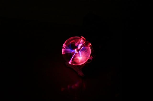 明るいところではわかりにくいが、プラズマお客様はプラズマボールを搭載。
