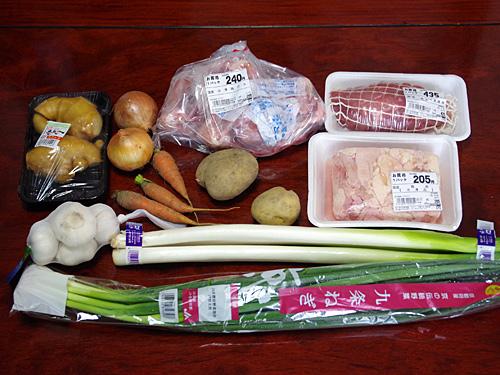 チャーシュー(煮豚)は脂の少ない豚肩肉、そして薬味は九条ネギでなくてはならないと指定があった。