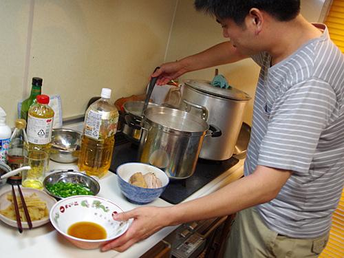 丼の印象は大切ですよね。タレとスープの割合がまた難しいんですよ。