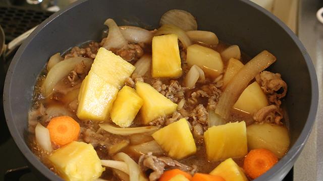 ハワイをことこと甘辛く煮ています。