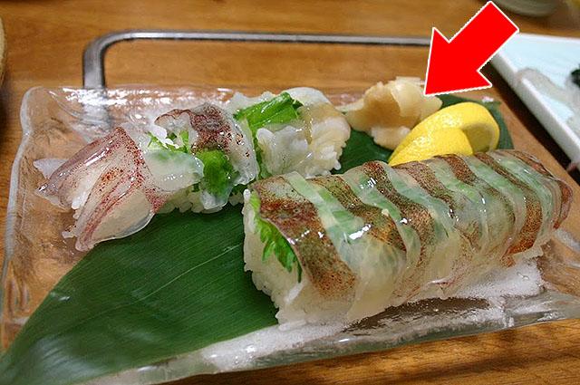 ついさっきまで生きてたイカの寿司。