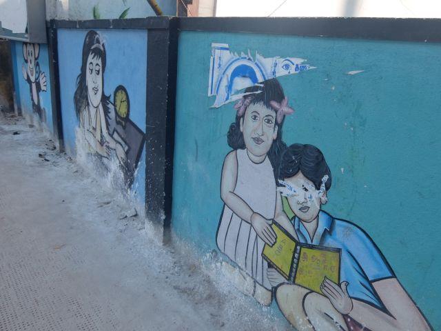海外の壁絵というと幼稚園や小学校は定番。でもそれ以外にも壁絵はあり壁絵にはお国柄が出る…らしい。