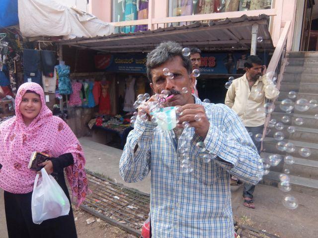 インドはいつも人がかまってくれて面白くて 外の細かい景色がないがしろになりがち。
