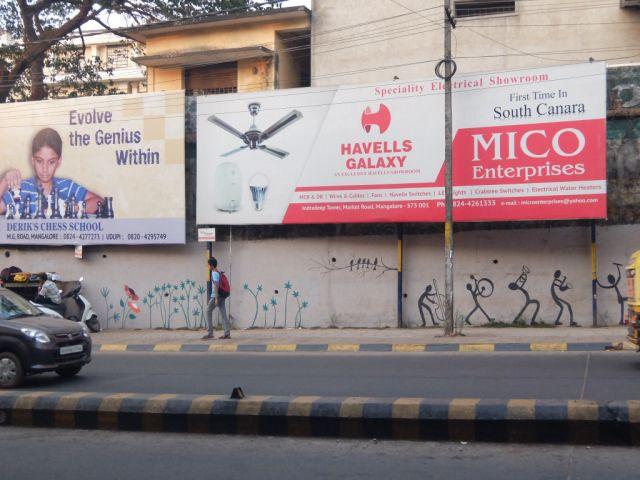 実はストリートアートもあるインド。中国にはない色遣い。