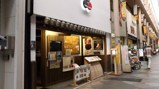 本来の入り口はこちら。和風の居酒屋然とした雰囲気である。