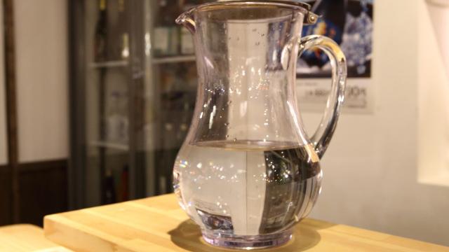 和らぎ水とはいわゆるチェイサー。この水も酒蔵で使用している湧き水なんだそう。湧き水も日によって種類が変わるらしい。まろやかでおいしい。