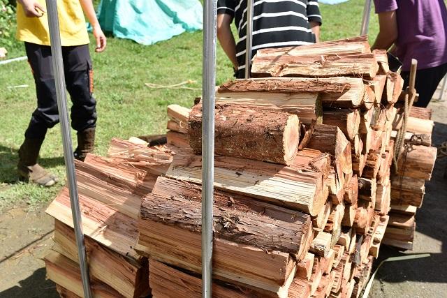 檜原村では一般向けに薪の販売もしている。1パレット(約350kg)で6000円
