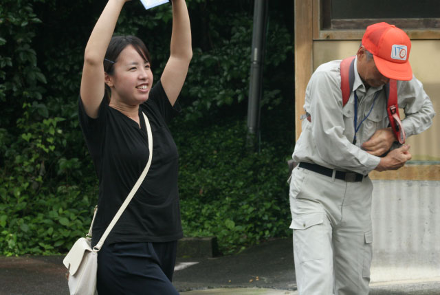 木村さんに準備体操を勧められたので、軽くアキレス腱を伸ばす。この時はまだ余裕のある笑顔