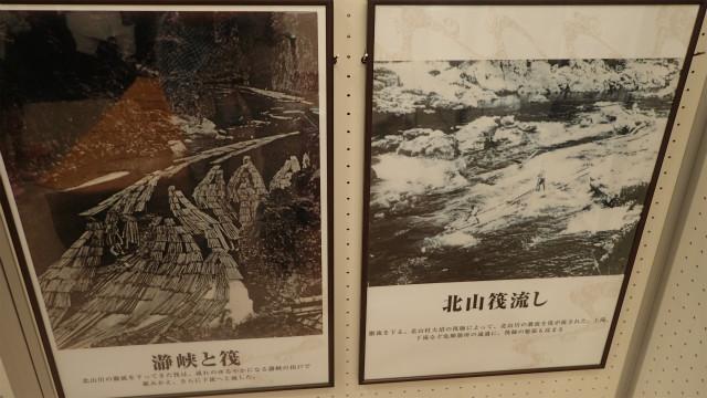 観光センターにあった昔の筏流しの写真