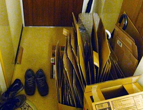 箱を集めはじめた初期の頃、会社の寮に住んでいた時代のAmazon箱。まだ数は少なかったものの、定期的に部屋を巡回しては「ゴミ(Amazon箱)を捨てろ」と指導してくる寮母さんとの戦いであった