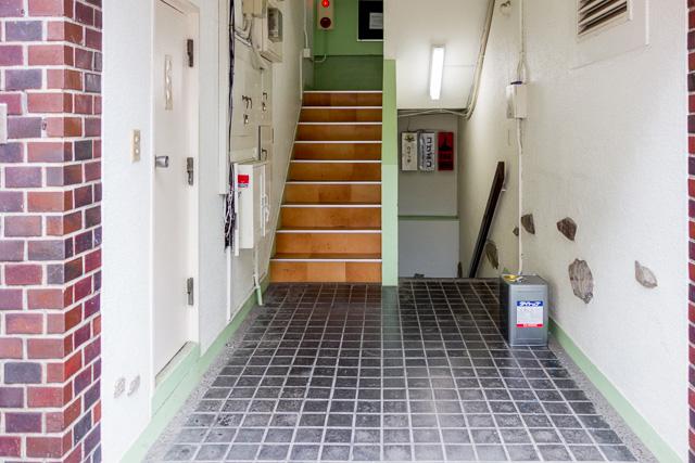 しまいには「階段室って立体Y字路だよな」とか思い始める始末。