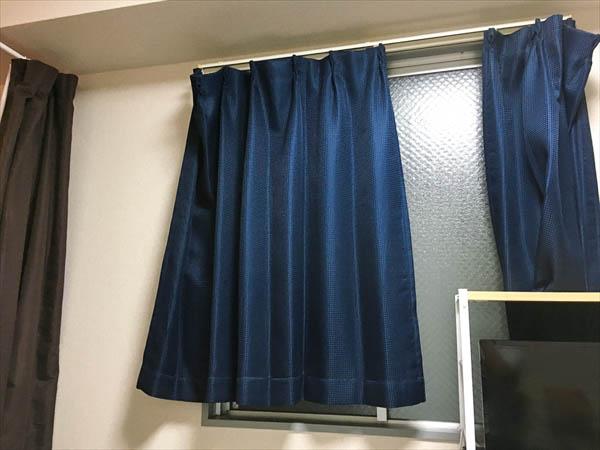 これがわが家のカーテン。どうですか、見えますか?