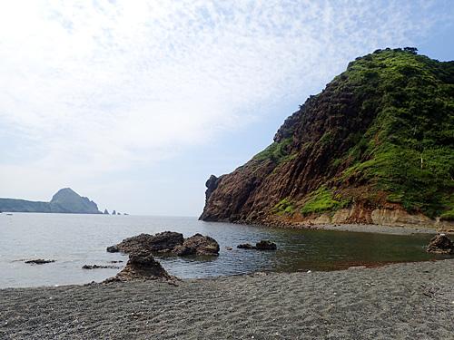 こちらが二ツ亀に向かって左側の海。