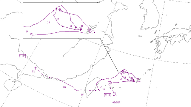 2001年台風16号の進路(気象庁ホームページ)。石垣島あたりから沖縄本島あたりに進んでグルグル…。