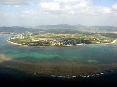 上空から見た石垣島。美しい海のイメージが強いが、陸地の自然ももちろん豊か。