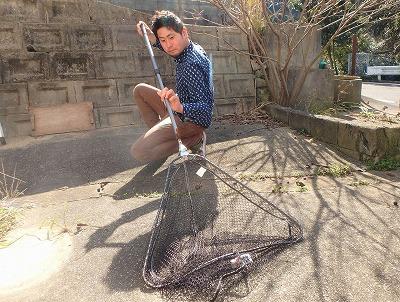 動物を捕まえるならとりあえず網だろうという発想。