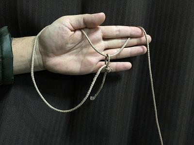 ロープは先端をわ輪っかにしておく。