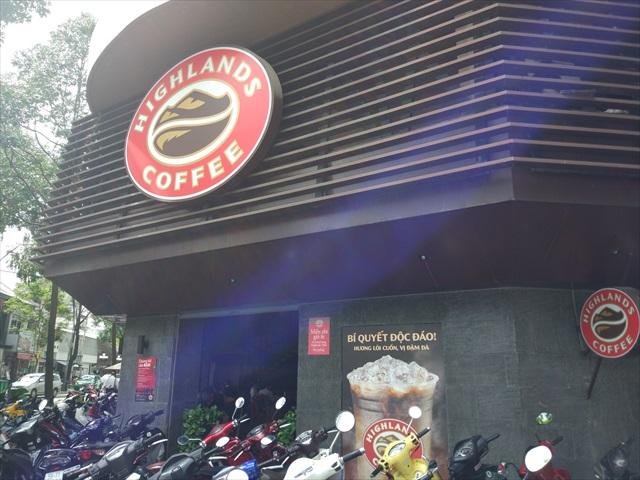 Highlands Coffeeの店構えはこちら。