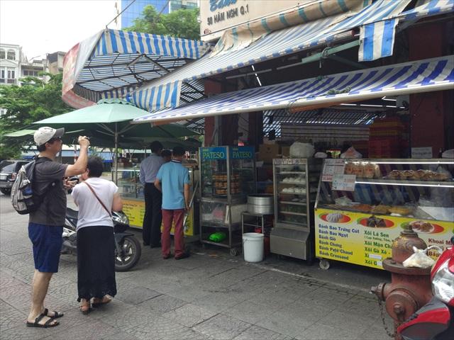 買ったお店、左端では外国人観光客が撮影している。