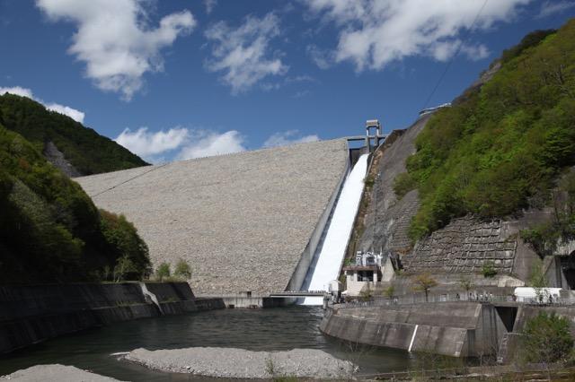 利根川水系で高さ最大の奈良俣ダム