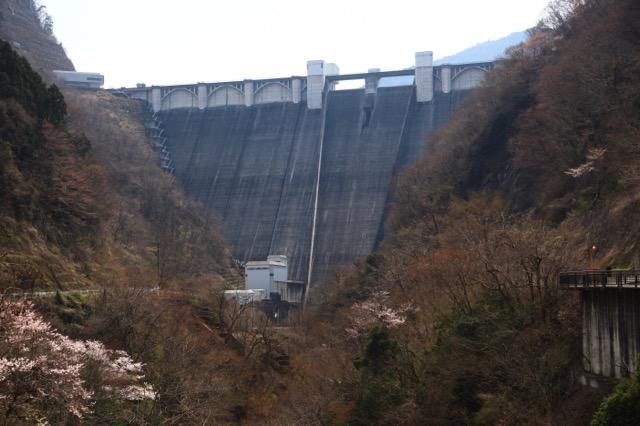 荒川から東京や埼玉へ水を供給する浦山ダム