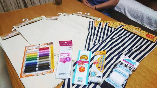 布はもちろん、糸やパンツのヒモに至るまですべてダイソーのものを使用。