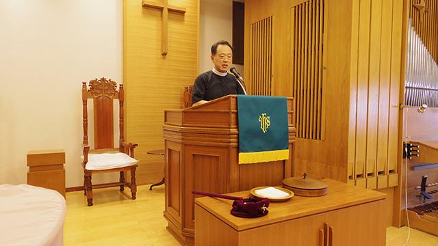 牧師として講壇に立つ