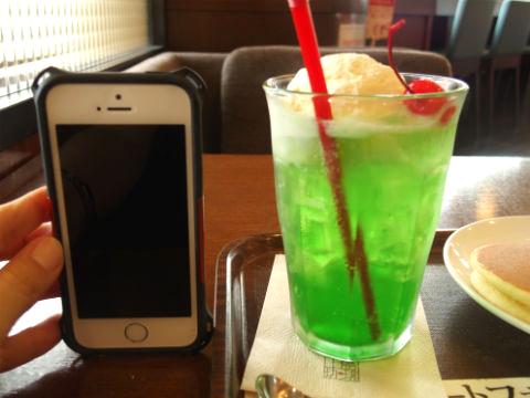 上島珈琲店・メロンクリームソーダ(Sサイズ)