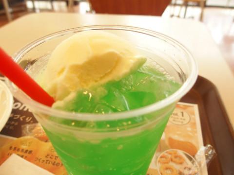美しい緑と真っ白なアイスのコントラスト。