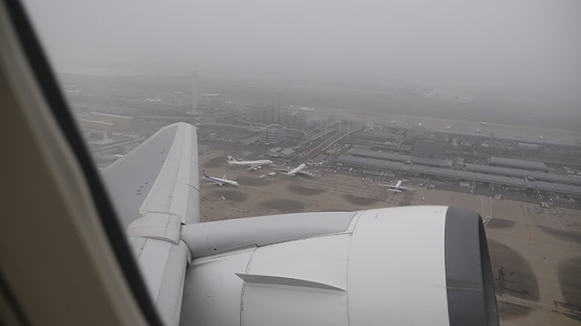 羽田空港を飛び立つ