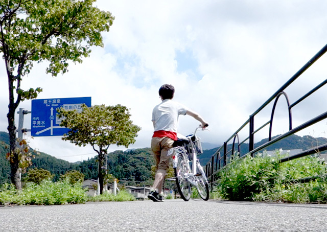 おでこ。ちょう坂。もう自転車に乗ってられない勾配。つらい。暑い。