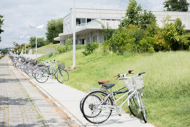 東北芸術工科大学には自転車通学の人がたくさんいるようだった。ぜひヨーダにチャレンジして欲しい。