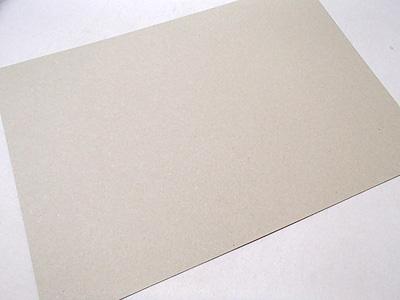2mm厚の紙。耐水性無し。