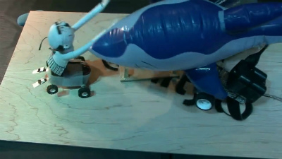そうしている間にもGrowing Robotは完全体に近づいていく。ちゃぶ台を失ったAncleが今度は直接すくい上げ攻撃を仕掛けるも…