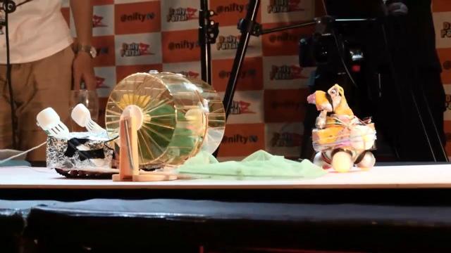 (左)汎用人型ヘボコン決戦兵器(日本:チームタナゴ)