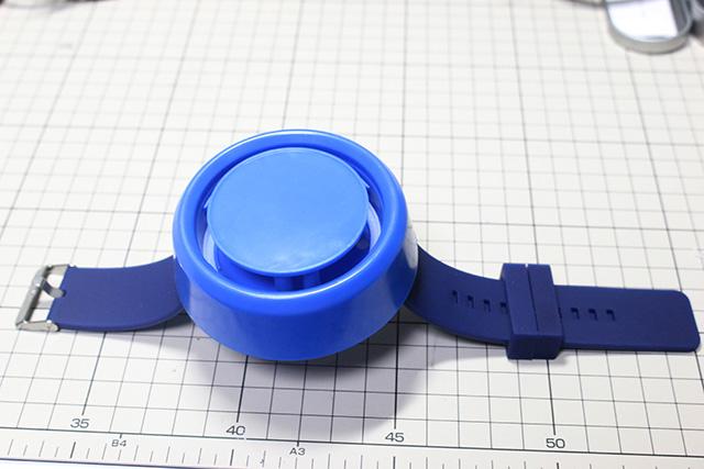 腕時計用のシリコンベルトを接着。この記事書いた時に使ったシリコン用接着剤が今回も役に立った。