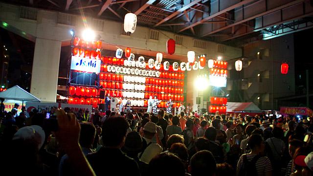 高速道路の高架下で毎年おこなわれている、錦糸町の大阪流盆踊りがすごいんですよ。