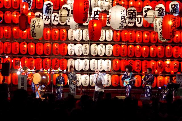 ギター、三味線、太鼓のテケテケペンペンドンカカドンという楽器の組み合わせが最高。