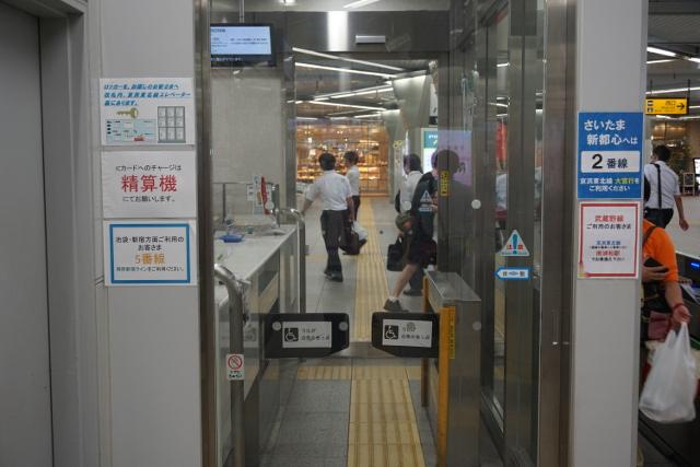 入り口の前で解決してほしいという願望が伺える(浦和駅)。