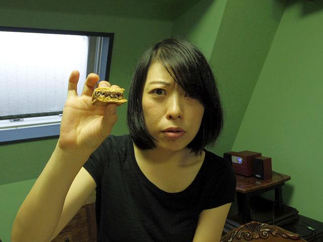 まずは「鎌倉 小川軒」レーズンウィッチから……。