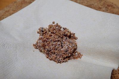 蒸してみても、独特の菌臭が加速しただけで相変わらず味は土。食べ物らしさは増さず。
