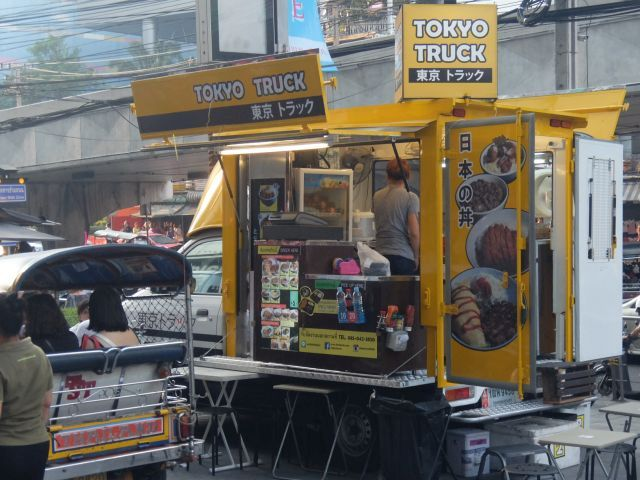 タイでみかけた「日本の丼」