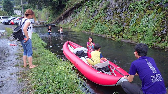 ゴムボートが浮かべられて活用されていた。