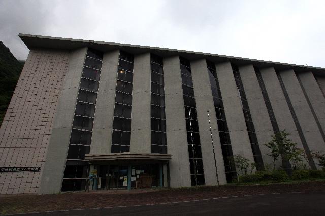 超立派な管理所の建物