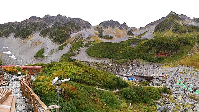涸沢から見た穂高の峰々。