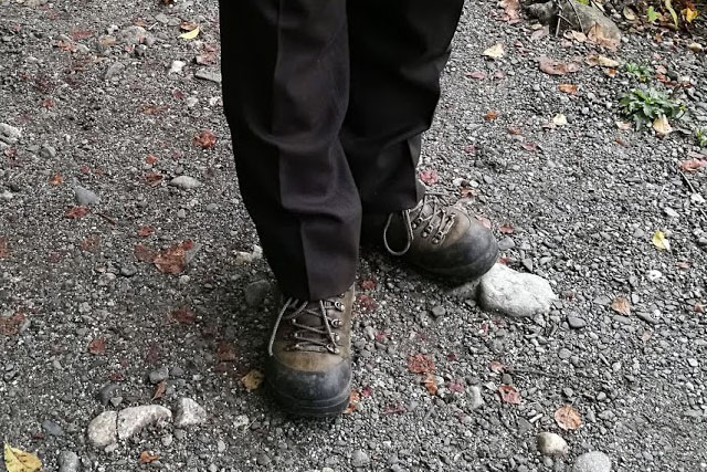 買った時は10年以上履くことになるとは思わなかった。1回靴底を交換しているが、そろそろまた交換かな。