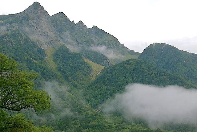 山はこんなに美しいのに。