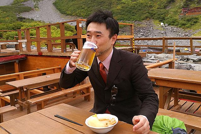 くっそ美味い。下界で飲むビールの数倍美味いので、むしろお得である。