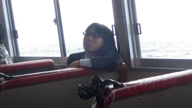 地主くんは船に乗って30秒ぐらいで酔い始めた。早い!